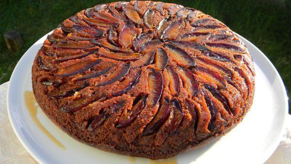 Fordított szilvás süti, csokis alappal