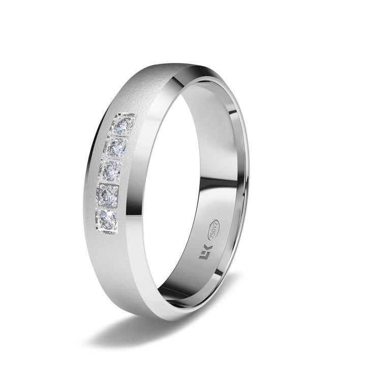 Sortija de oro blanco de 18K modelo Letizia superficie mate diamante. #novias, #bodas #alianzas #anillos #sortijas #diamantes #brillantes #novia | cnavarro.com