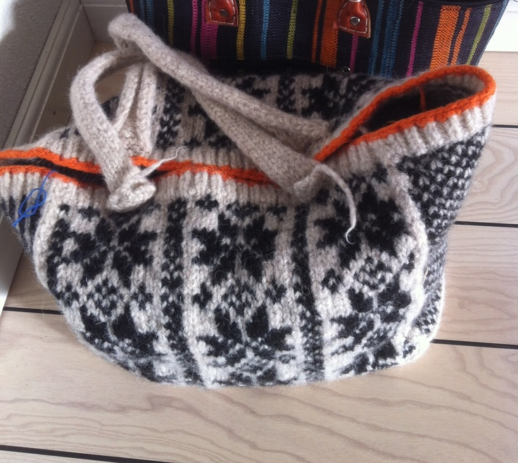 Bag for my knitting - needs fabric inside...the pattern is an old original Danish - Sejerø -
