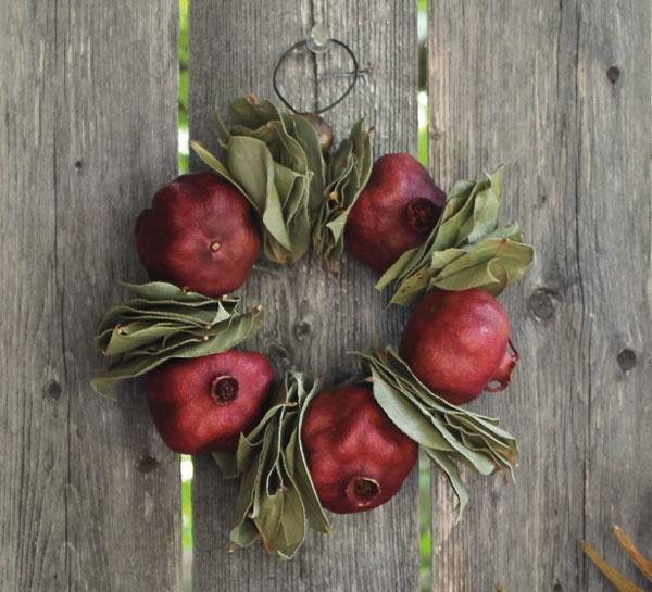 NK-W2 Pomegranate Wreath