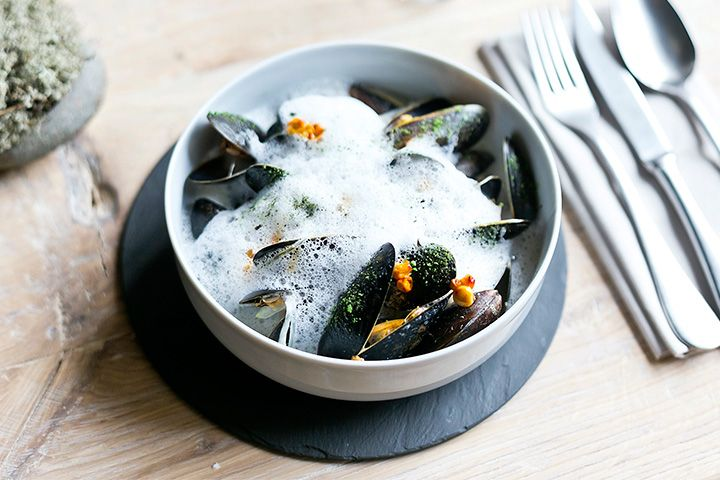 Modern nordic cuisine: mussels in foamed smoked cheese