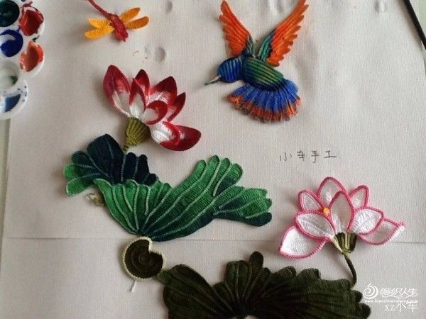 I found these lotuses on one Japanese blog. Skill worthy delight!