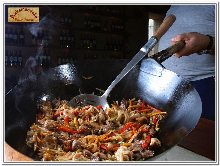 Restaurante Rakamandaka Villa de Leyva El mejor restaurante de Villa de Leyva en comida fusión asiática con toda una década de dedicación y experiencia. Cr 9 No 13 55 El Solar de la Guaca fb.com/Rakamandakavilladeleyva @rakamandaka1 320 3396629