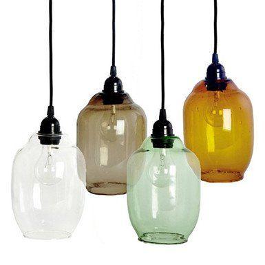 DeglazenGoalhanglamp van House Doctor is in z'n eenvoud en materiaalgebruik een prachtig lampje en in 4 tinten verkrijgbaar.Deze lamp kanboven een tafel...