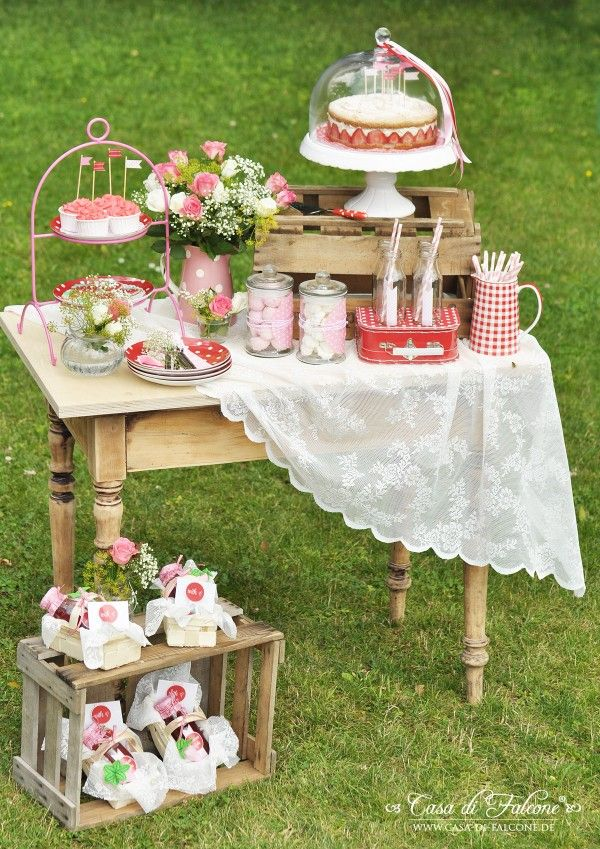 Erdbeerfest I Sweet table I strawberry party I Casa di Falcone...booth/table decor