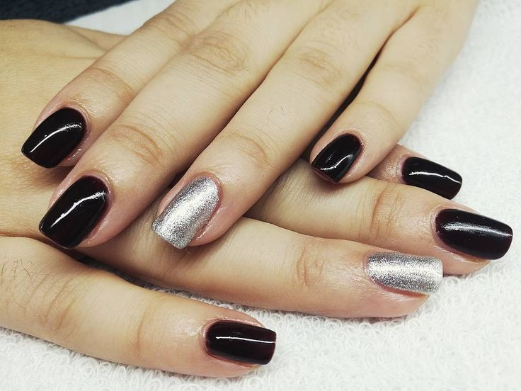 Manicura semipermanente ORLY. Para un look mas brillante con nuestro nuevo esmalte shine. #manicura #manicuraorly #orlyfx #orly #manicuravegana #nails #shine #shinenails #nailsalonbarcelona #lifestyle #manicure #manicurasemipermanente #barcelona #beauty #vegano #manicuravegana #revivenailbeauty #black #blacknails #dark