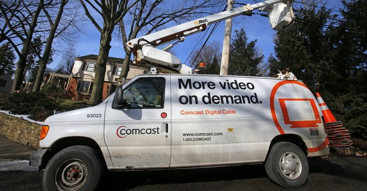 Comcast And Aol Deals Highlight Collision Course Between Web Video And Tv Bad Customer Service Broadband Services Video On Demand