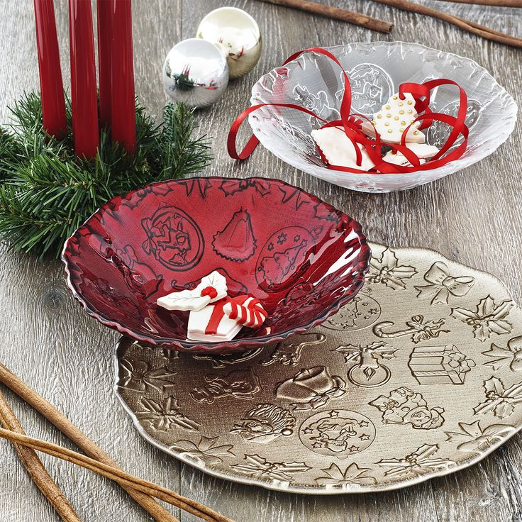 IVV handamde in Italy glassware collection, impressions of the Xmas tradition on plates and bowls.