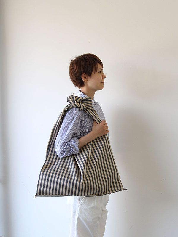 Big eco bag, marobaya, Japanese. Front and back panels with inverted pleat in side, bottom finished with binding piece that extends beyond corners. Ties at top close the bag