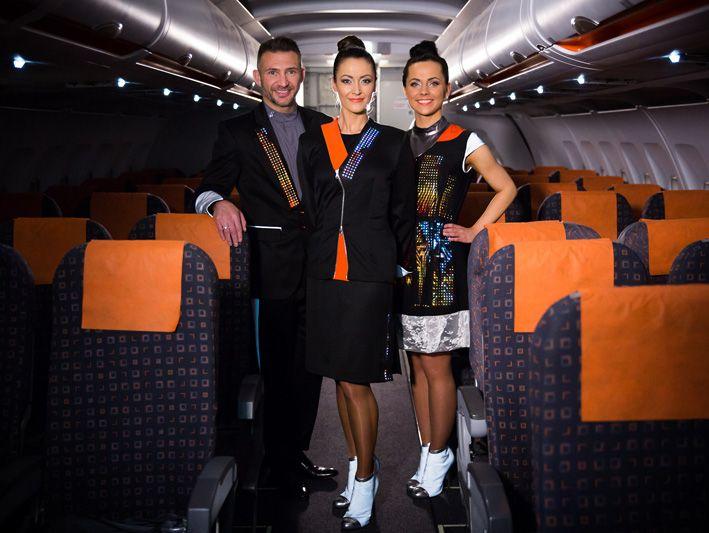 EasyJets nydesignede uniformer har inkorporeret wearable tech i et futuristisk…