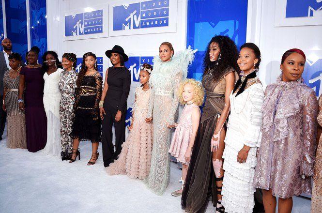 Beyonce-MTV-VMA-red-carpet-2016-FOMATION VMA 2016 Blog Eu Capitu