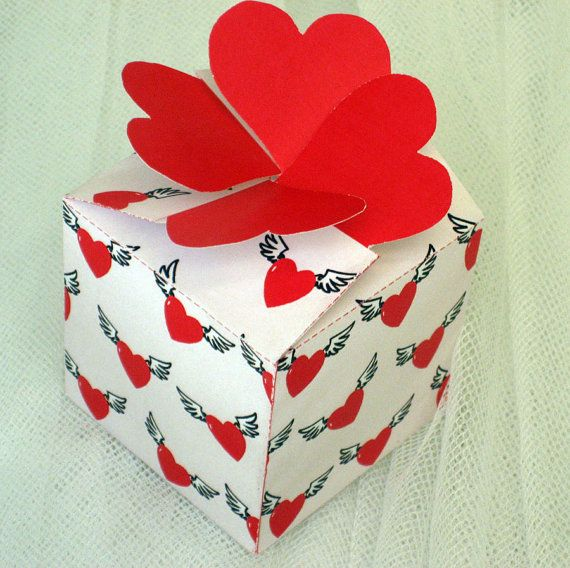 FlutterHearts  Press-close Gift or Treat Box & by paper4download