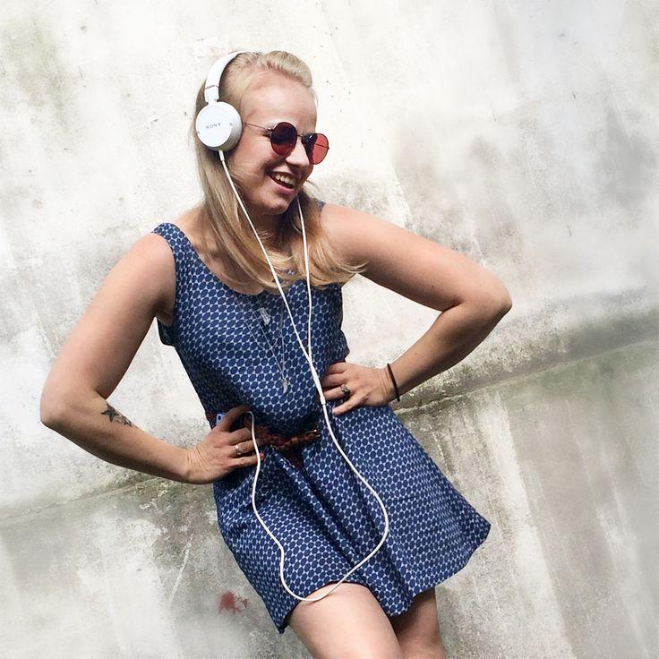 Sommerkleid selbstgenäht in zwei Stunden, und passt garantiert! Das Schnittmuster kann auch zur Bluse abgewandelt werden
