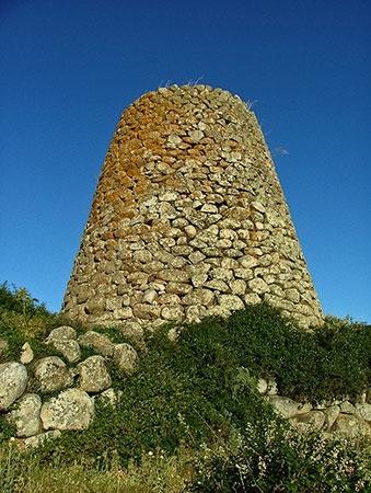 Nuraghe Orolìo o Madrone - Silanus (NU) La perfezione della torre troncoconica