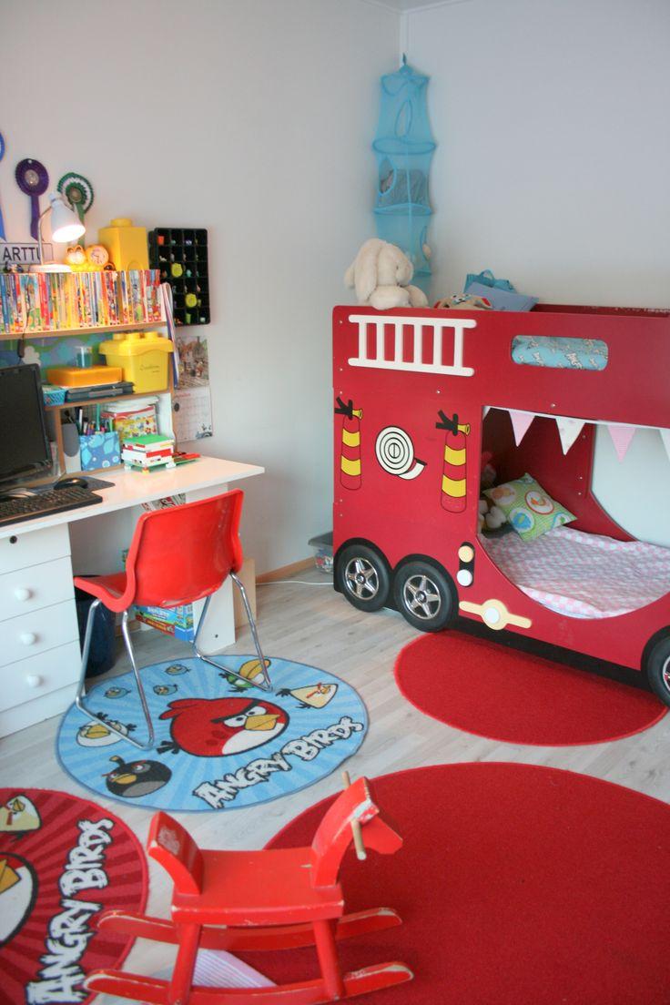 Yhteinen lastenhuone / jaettu lastenhuone http://katinkoto.vuodatus.net/lue/2014/01/yhteinen-lastenhuone-pikkuneidin-nurkkaus