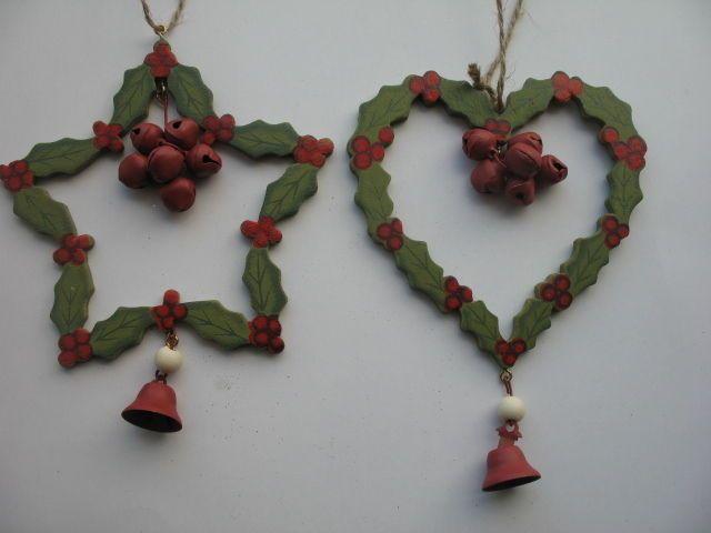 GISELA GRAHAM CHRISTMAS WOOD/TIN HEART/STAR WITH HOLLY DESIGN DECORATION X 2