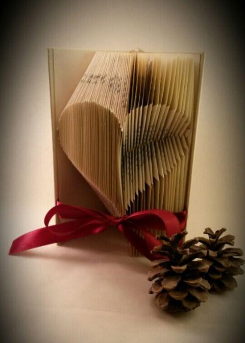 Homorú és domború szív alakú könyv szobor - Concave and convex heart shape folded book art sculpture
