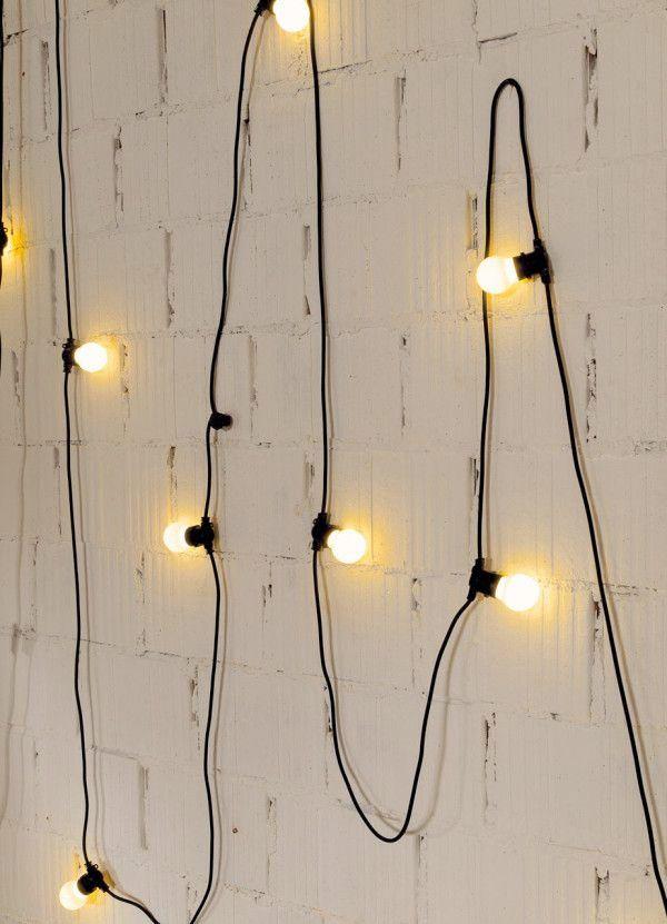 Nu behövs det belysning! Extra mysig och stämningsfull belysning kan du skapa med hjälp av ljusslingor och nakna glödlampor. Här är 21 kreativa belysningsidéer att inspireras av.