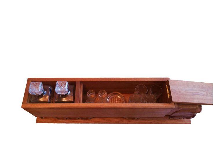 Эксклюзивный мини бар грузовик, выполнен в 1 экземпляре, сделан полностью из массива дуба с высокой детализацией. На изготовление данного бара было затрачено 186 человеко-часов. Прицеп разделён на 2 отсека, в 1 отсеке можно расположить бокалы, рюмки, пепельницу или стаканы для виски, либо использовать как отдел для хранения бутылок. Во 2 отсеке находятся 2 итальянских штофа-графина, которые идут в комплекте, вместо них можно поставить бутылки с алкоголем. 1 отсек закрывается крышкой. Такого…