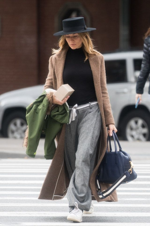 Sienna Miller Makes Sweatpants Look Chic With This One ...
