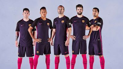 Nouveau maillot Barcelone Exterieur 2016/17 La fusion du rouge et bleu traditionnel rend cette fraîche et éclatante, présente un look saisissant et jamais vu-avant pour les champions de la Liga,mais en même temps lié à notre histoire.