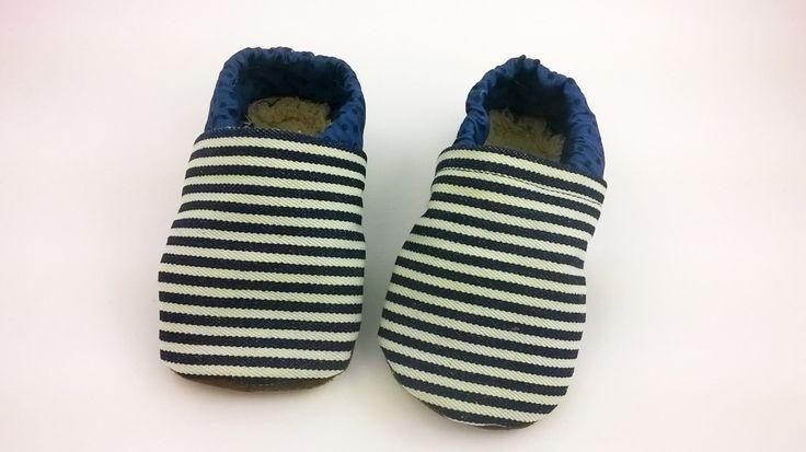 Pantofoline bimbo misura 18-24 mesi di cotone a righe blu e bianco Babbucce con suola morbida in montone ecologico Sxcarpine bimbo vegane di CucuKids su Etsy