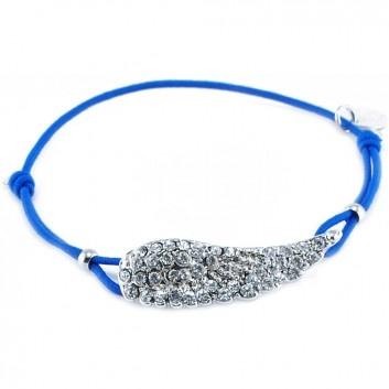 Das marine-blaue Armband Angel, entworfen und gefertigt vom beliebten Hannoveraner Label Lua, ist ein toller Blickfang für jeden Tag.