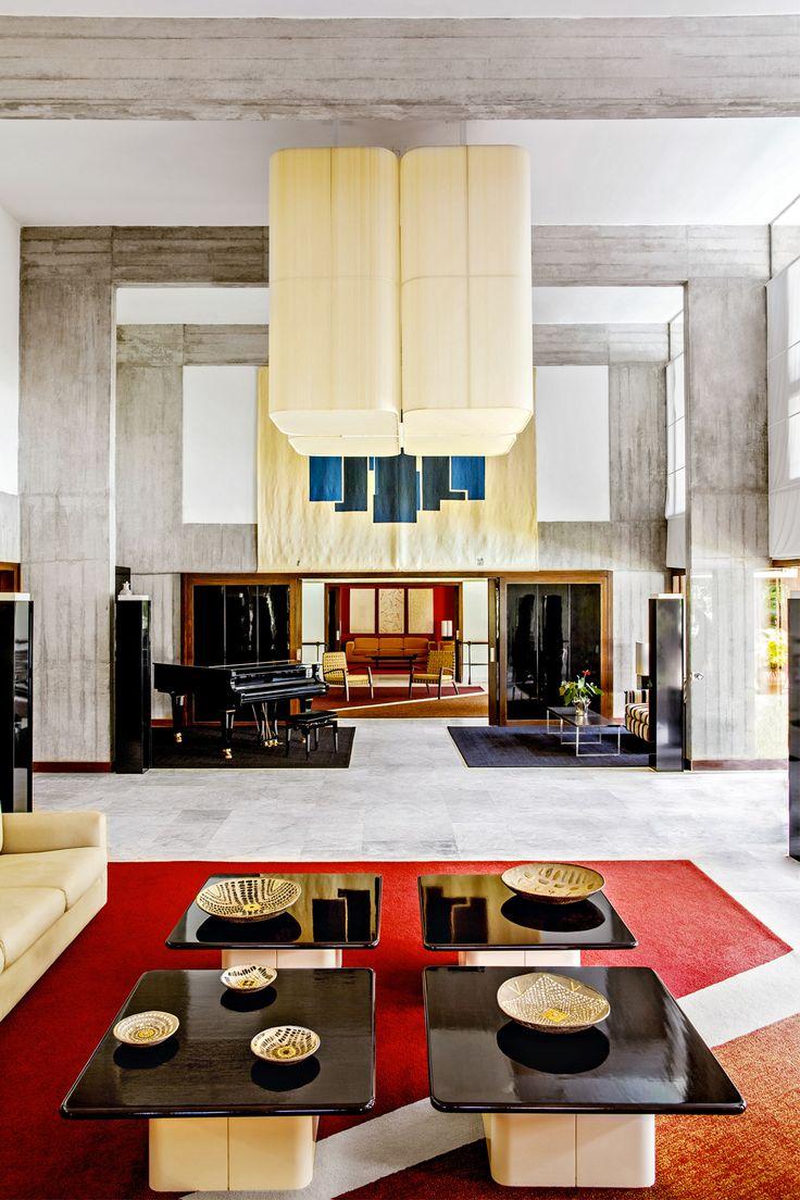 Bienvenue à l'ambassade de France à Brasília, écrin pour quelques créations phares du designer Michel Boyer.