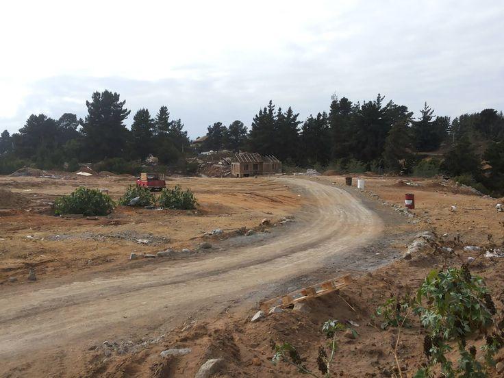 Terreno industrial con acceso para autos y camiones, a 150 mts. de la carretera.