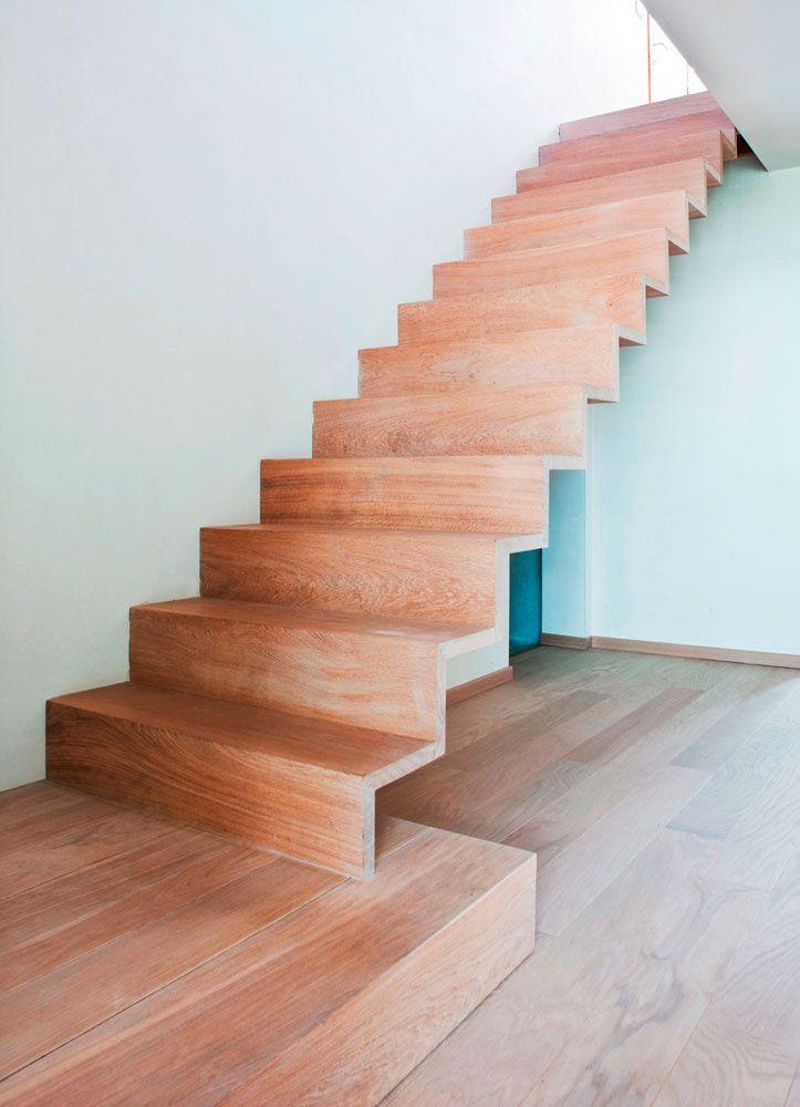 Meer dan 1000 idee n over moderne trap op pinterest modern trappen en leuningen - Moderne houten trap ...