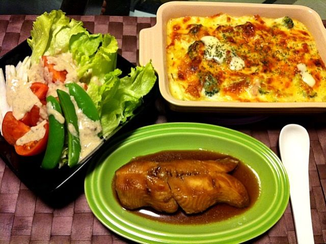 ポテトとブロッコリーグラタン♪ からすかれいの煮付け♪ アンチョビソースの野菜サラダ♪ - 3件のもぐもぐ - ポテトとブロッコリーグラタンの晩ご飯 by smilek