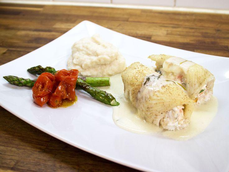 Räkfylld bergtunga med blomkålspuré och vitvinssås | Recept från Köket.se