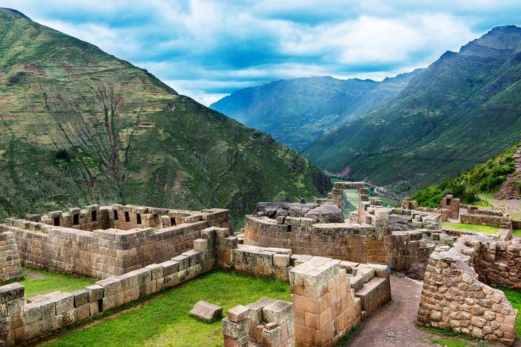 Cusco, Inca Trail, Machu Picchu, Sacred Valley 7 days tour in Cusco #travel #beautiful #viajes #vacaciones #vacations #photo #peru #Blog #viajeros #cusco #machupicchu #lima #tours #huaynapicchu #aguascalientes #tren #guia http://www.machu-picchu.tours/en/tours/machu-picchu-sacred-path-7-days-tour