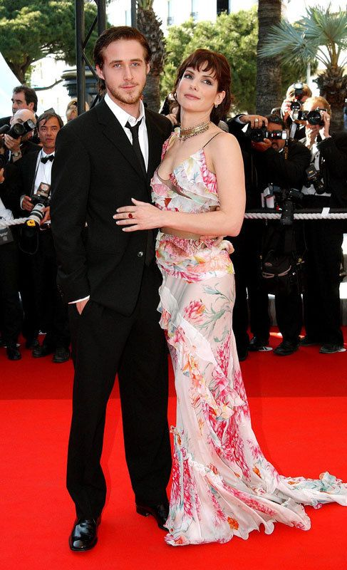 Sandra Bullock (50) y Ryan Gosling (33): No siempre la diferencia de edad es un problema para empezar una relación. Sandra Bullock y Ryan Gosling se conocieron en 2002, año en el que protagonizaron la película 'Asesinato 1,2,3'. Mantuvieron una relación que duró tan sólo un año.