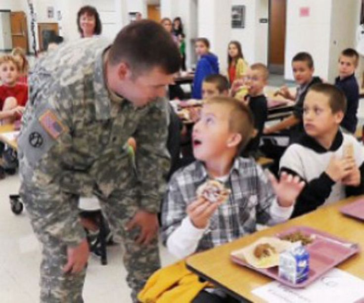 15 Emotional Photos of Soldiers Coming Home - A soldier dad surprising his son at school.
