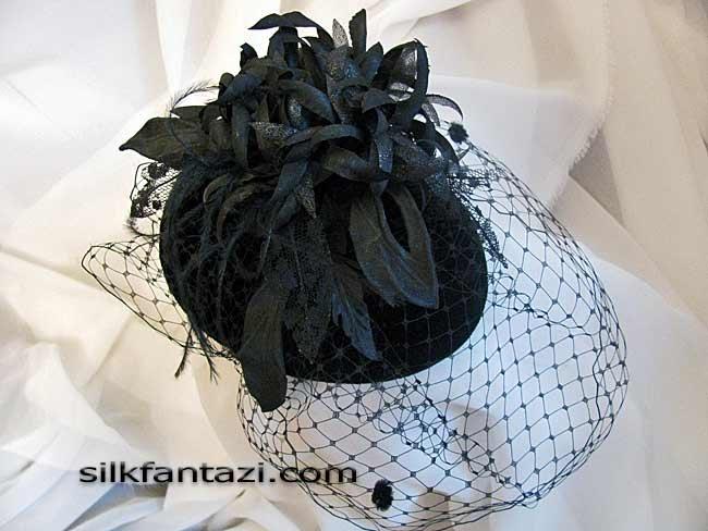 Шляпка-таблетка с фантазийной хризантемой 5,000руб.