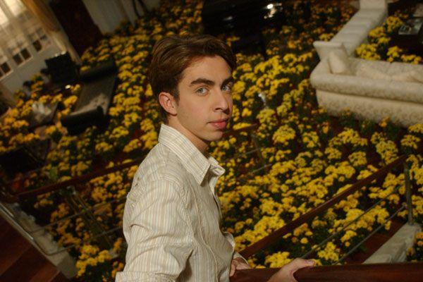 Nico y Flores Amarillas