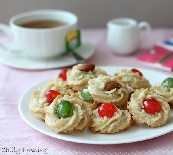 Almond Cookies - Pasticcini di Mandorle - The recipe for these Italian almond cookies is simple: ground almonds, sugar and egg whites. gluten free