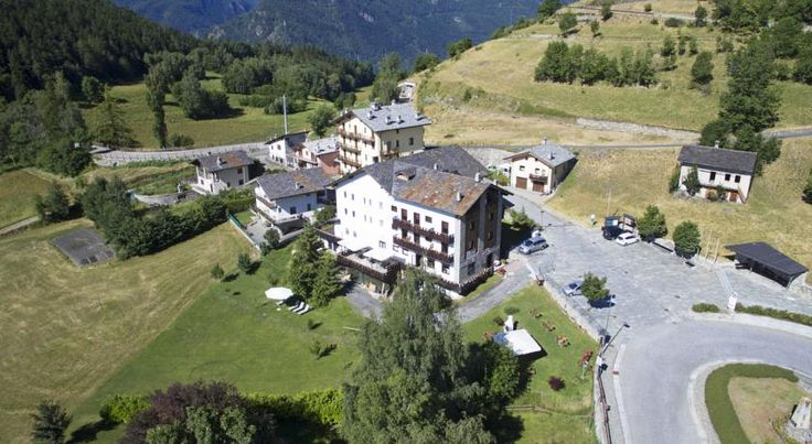 Hotel Saint Nicolas Saint Nicolas Set in Saint Nicolas and offering views of the Gran Paradiso National Park, Hotel Saint Nicolas has a convenient location for ski in winter and trekking in summer.