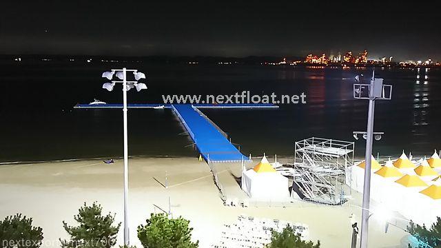 야경을 빛내는 포항 요트경기장 입니다. 훨씬 멋지죠? It is the night-view of Yacht center in Pohang. How beautiful!