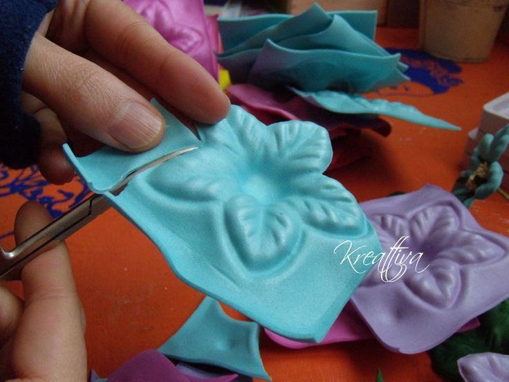 Kreattivablog: Tutorial come realizzare una bomboniera con fiori in fommy