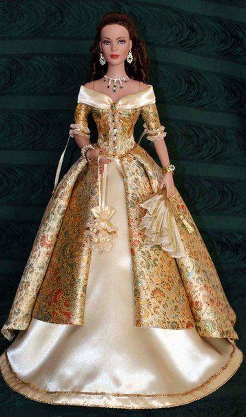 Средневековые наряды для кукол.