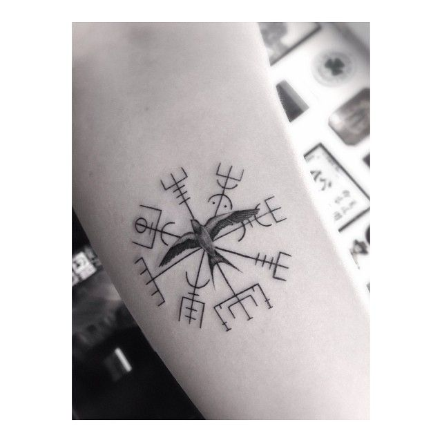 """6,716 curtidas, 183 comentários - Doctor Woo (@_dr_woo_) no Instagram: """"The Viking compass for @zoevaneldik all the way from holland, thanks again!"""""""