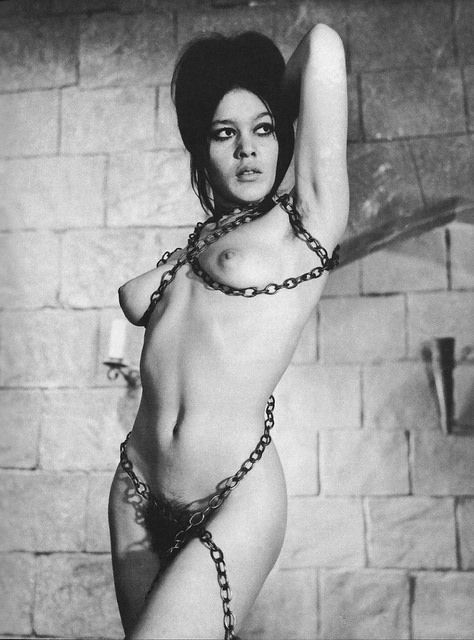 nude girls in chains pics