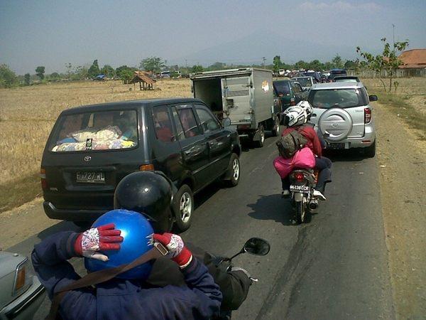 """15:51 [LALIN] """"@siiannas: Situasi Jalur tengah cikamurang, Subang - Cirebon (dari @siiannas)"""
