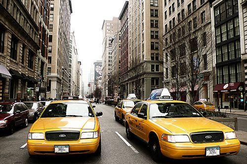 Le Tour du monde des taxis #newyork  #thevenoud #rapport #taxis #vtc #urbain  A vous de choisir la couleur pour les taxis français ! Le sondage :  http://www.lumieresdelaville.net/2014/04/24/rapport-thevenoud-une-meme-couleur-pour-les-taxis-en-france-sondage-quelle-sera-la-votre/