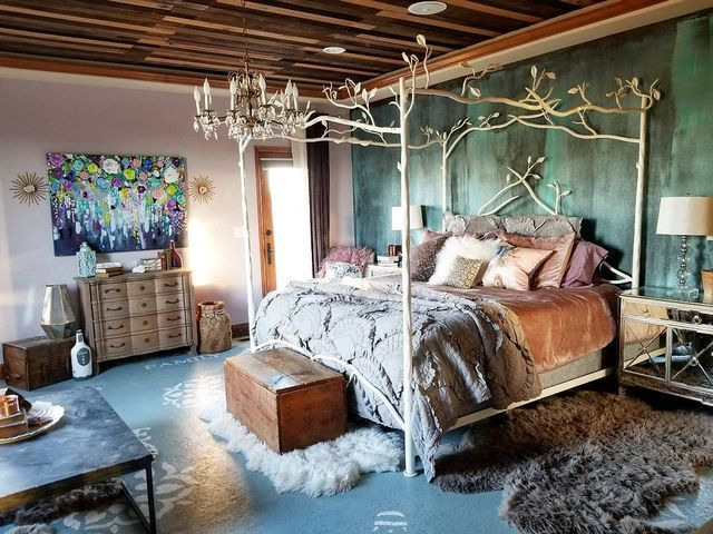 Bedroom feature wall finish created with Metal Effects by Modern Masters patinas | Focal Wall Finish Inspo | Accent Wall Ideas | Project by blogger Eclectic Twist http://spr.ly/6491DJKzd #modernmasters #metaleffects