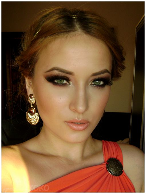 Quickly becoming addicted to her blog. She has some really stunning makeup looks.