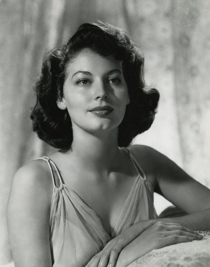 Ava Gardner (1950s) www.stores.eBay.com/GrapefruitMoonGallery                                                                                                                                                                                 Más