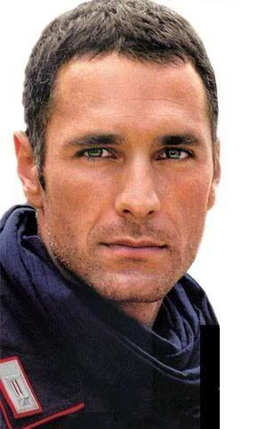 raoul bova , otro posible Eliah, aunque tiene cara de buen chico y el personaje  tiene más oscuridad
